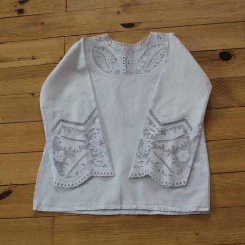 Bluzka haftowana – wzór J8