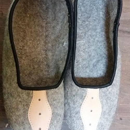 Pantofle z sukna r.36-39 – szare